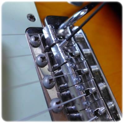弦高調整用のイモネジを切断