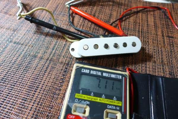ピックアップのパワーの目安は直流抵抗値。直流抵抗値はテスターで測定できます