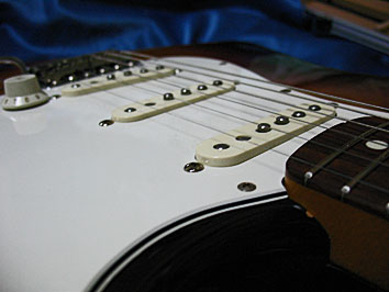 FENDER JAPAN ST62-70?PUの高さ調整