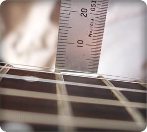 弦高は1弦が1.1mm