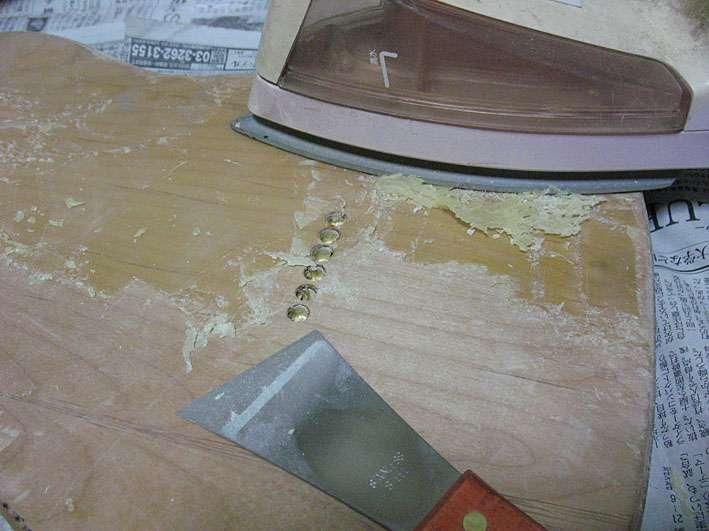 古いサンディングシーラーも削り取ります