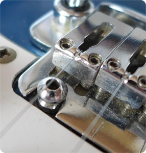 510TSブリッジサドル 1弦側(2点支持タイプ)