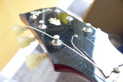 チューニングの狂わないギターの弦の張り方
