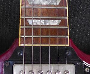 セットネックのギター