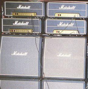 マイケル・シェンカーのギターアンプ1987(50w)を直列に繋いでいる写真?01