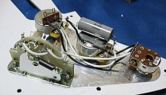 ストラトキャスターのピックアップ交換、ブレンダー回路の搭載