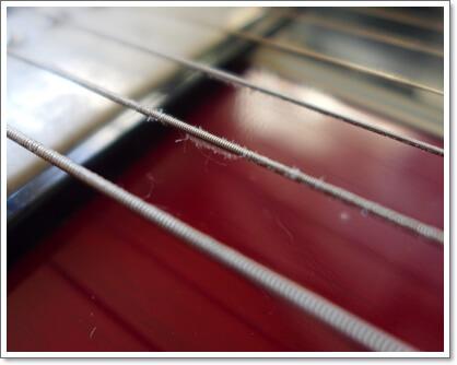コーティングの剥がれたNANOWEBの巻弦