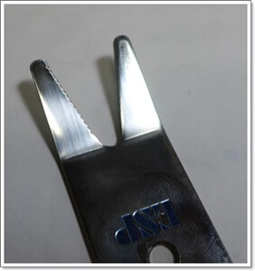 ESPマルチスパナのギザをナットに引っ掛けてナットを回す仕組みです。