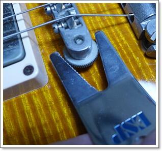 ESPマルチスパナは弦高調整用のサムナットも回せる