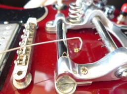 ビグスビーの弦の張り方