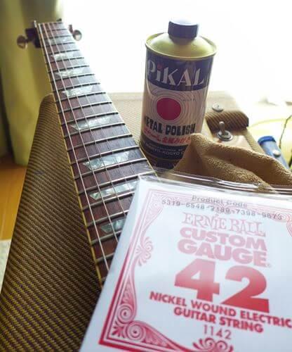 [復活するのか] 古い弦をピカールで磨いてみる