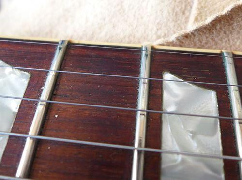 張ったままの古い弦