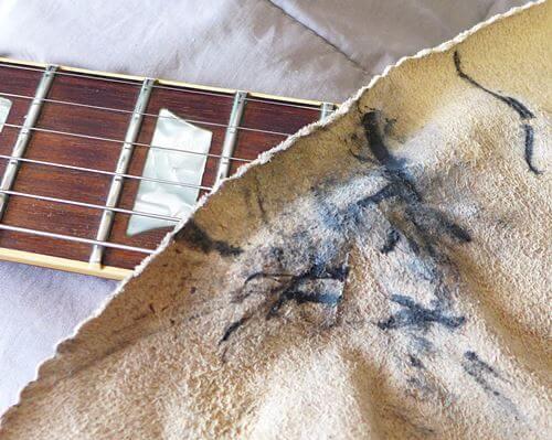 [復活するのか] 古い弦をピカールで拭いてみた