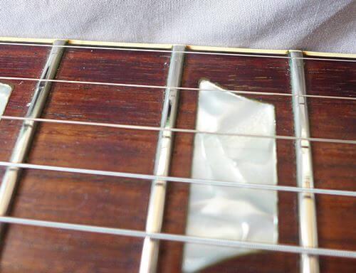 古い弦をピカールで磨いてみた