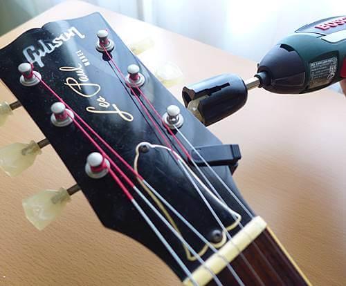 BOSCHのIXOにダダリオのストリングワインダーPW-DBPW-01を取り付けて弦を巻いてみた