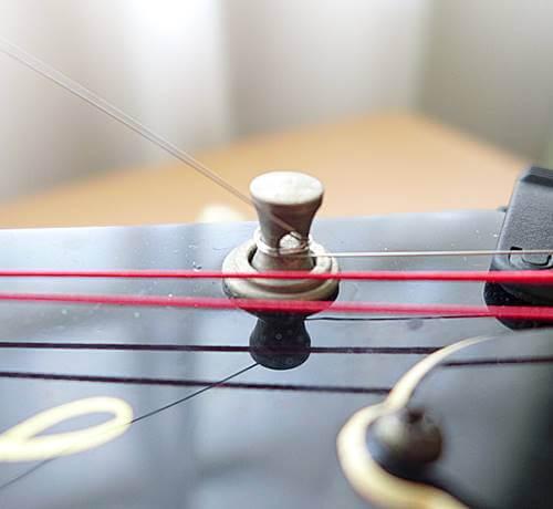 苦手な弦交換も電動のストリングワインダーなら簡単に巻けます